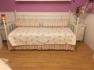 Cama con somier ,colchón y ropa de cama