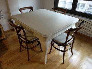 Mesa de comedor isabelina con cuatro sillas becar