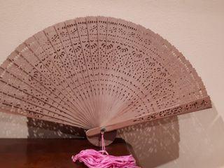 Abanico chino antiguo tallado en madera