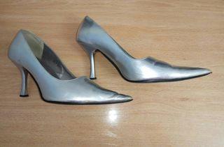 Zapatos de punta tacón medio plateados