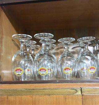12 copas de cerveza Copas de cava. Copas de vino