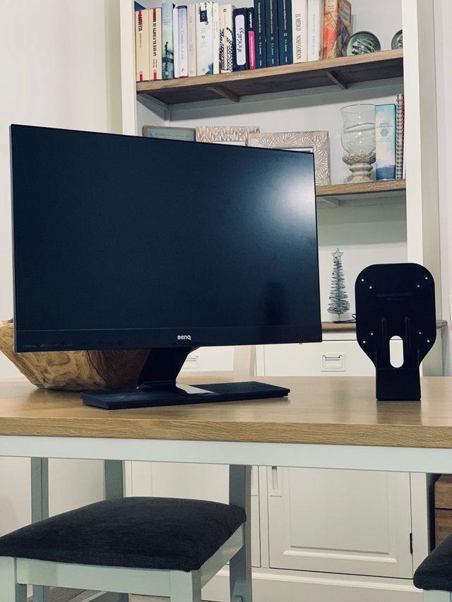 Monitor Benq Full HD 24' + Adaptador a la pared