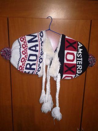 2 gorros lana con orejeras y trenzas de Amsterdam