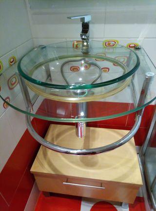 Lavabo de cristal con estructura en acero inox.
