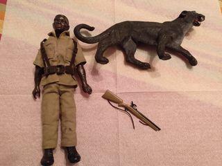 Madelman porteador con pantera y rifle