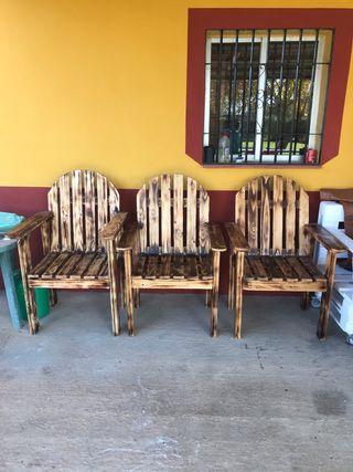 Sillas y mesas rústicas para porche y jardín