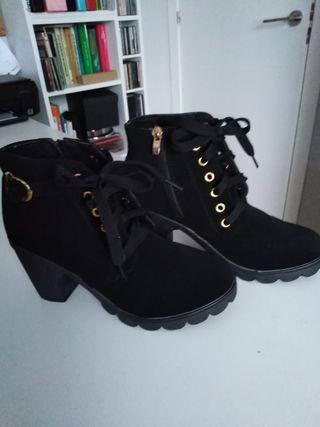 botines negros nuevos n°39