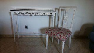 Consola y silla antiguas restauradas