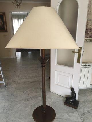 Lámpara de pie velador.Urge por mudanza