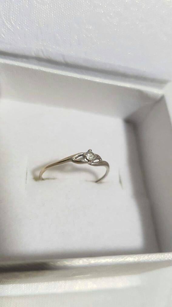 anillo de oro blanco 18k
