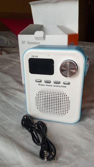 Altavoz bluetooth con radio. Nuevo