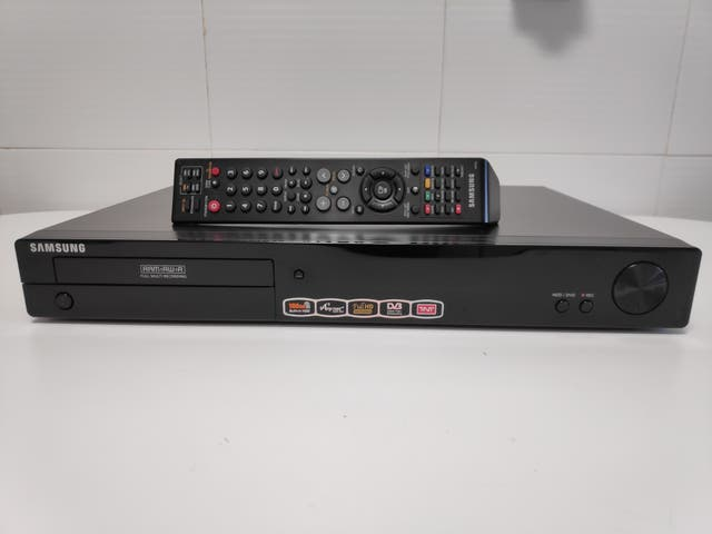 REPRODUCTOR DE MEDIOS Y DVD +GRABADOR-(HDD 160 GB)