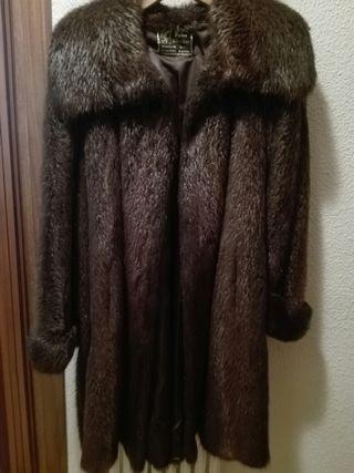 Abrigo piel nutria. Totalmente nuevo