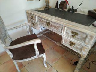 escritorio antiguo y silla isabelina