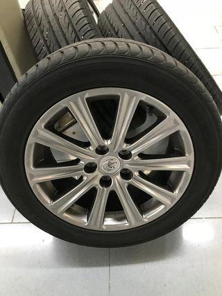 Llantas con neumáticos Toyota