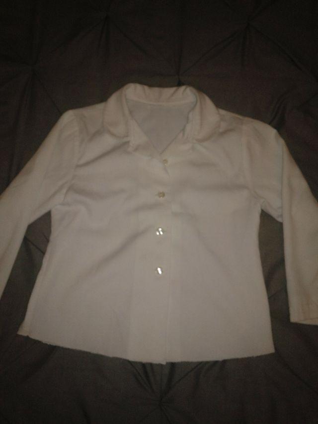 Camisa Blanca Niña 4 5 Años De Segunda Mano Por 3 En Villaquilambre En Wallapop