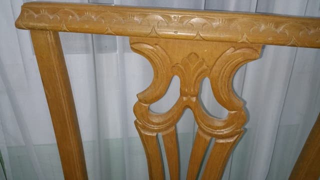 Antiguas sillas de madera