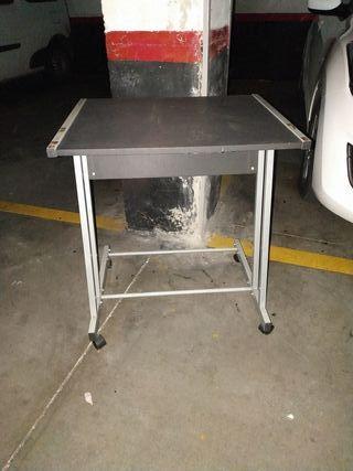 mesa con ruedas auxiliar