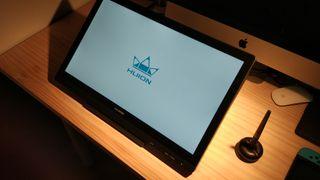 Una tableta- monitor Huion Kamvas de 19'5 pulgadas
