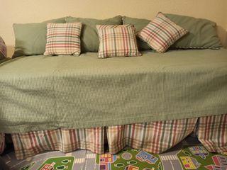Cama/sofa: Somier y colchon con cojines incluidos