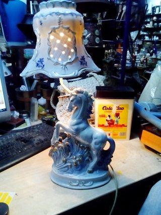 Unicornio en forma de lámpara