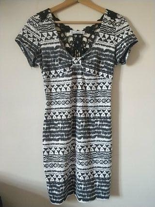 Vestido veraniego,elastico,blanco y negro.