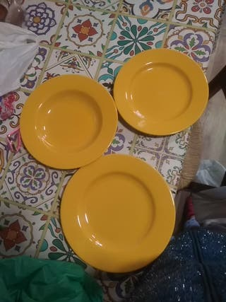 Juego de platos, 10llanos , 12 hondos y 12 postre