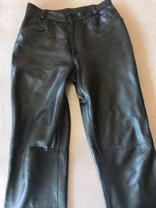 Pantalón de piel. T.40