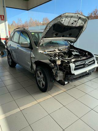 Toyota Rav 4 siniestrado, se vende a piezas