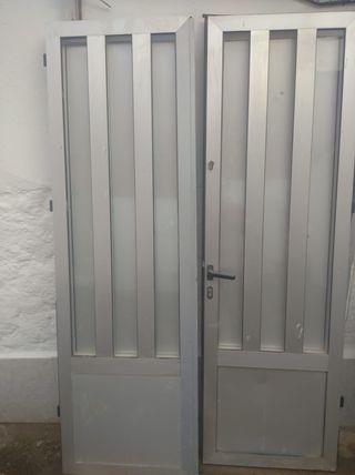 puerta aluminio gris