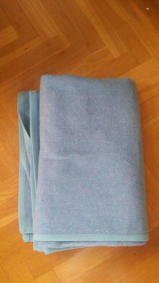 Manta azul para cama de 90 cm sin uso