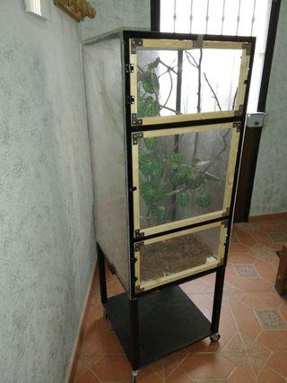 TERRARIO DE METAL CON MUEBLE