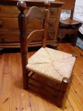 sillas bajas de mimbre