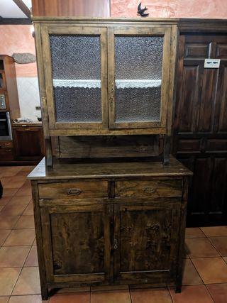 Alacena antigua restaurada