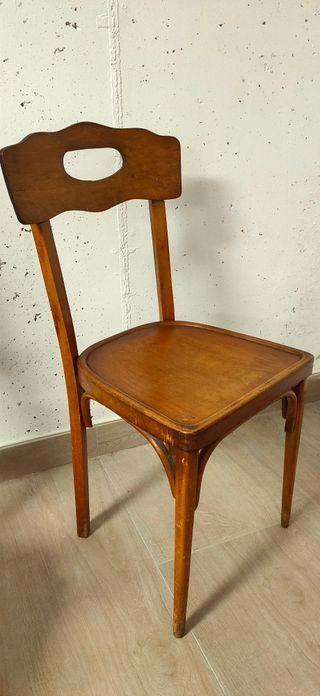 dos sillas antiguas