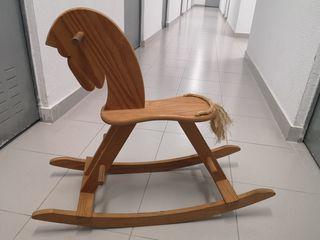 Caballo balancín de madera