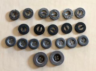 lot de 20 boutons militaires anciens