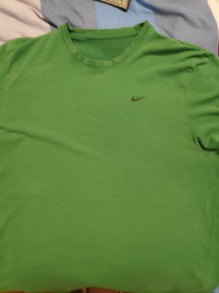 Camiseta verde manga corta Nike, talla L