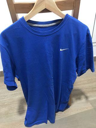 Camiseta Nike.