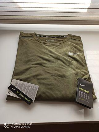Camiseta Nike color verde