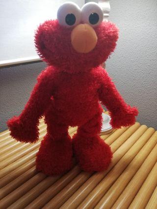 Muñeco Elmo interactivo.