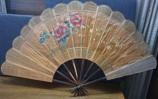 Abanico de madera para decoración