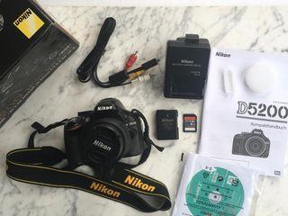 Cámara Reflex Nikon D5200 + Objetivo