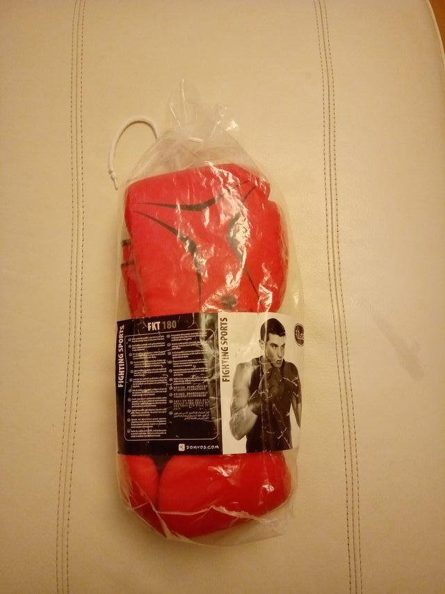 Guantes de Boxeo marca Decathlon rojos 12 oz