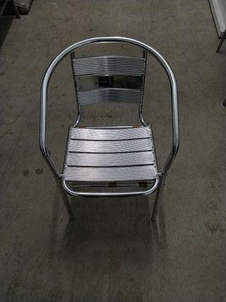 sillas y mesas terraza bar