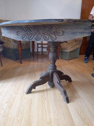 Mesa antigua madera con sillas