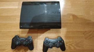 PlayStation 3 con mandos