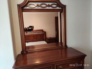 Dormitorio de madera maciza