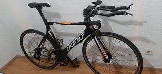 Bicicleta de carbono de triatlón de competición