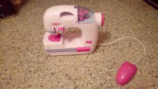 juguete. máquina. de coser